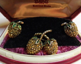 ULTRA RARE GOLD Weiss Strawberry Brooch/Pin and Matching Clip on Earrings, Vintage Brand New In Original Box