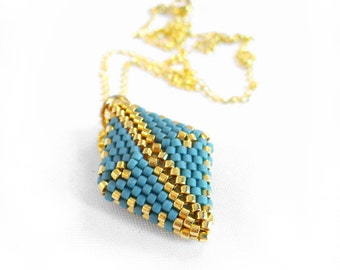 Peyote Diamond Necklace, Beadwoven Necklace, Beadwork Pendant, Small Gold Jewelry, Bead Diamond Shape, Gold Rhombus Pendant -Made in Germany