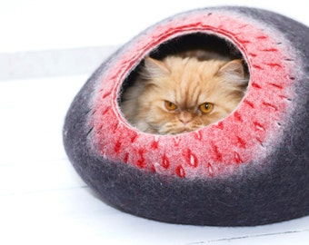 Black red felted cat bed, pet bed , cats cave, pet house