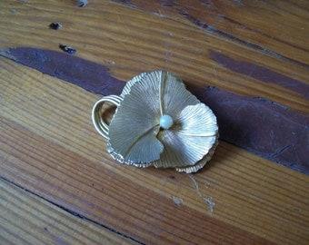 Vintage Flower Gold Color Brooch Pin