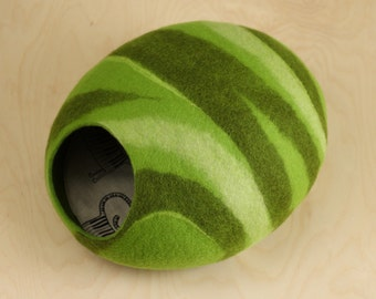 Cat bed/cat cave/cat house/green felted cat cave (With GIFT pad)