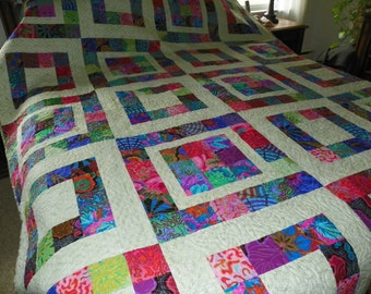 Kay's Garden, colorful bed quilt.