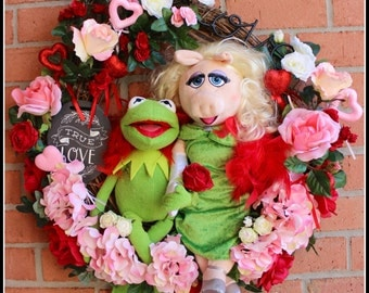 Kermit and Miss Piggy Muppet Valentines Wreath, pink and red Roses, Hydrangea, slate true love sign