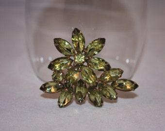 Vintage  Rhinestone brooch - Peridot