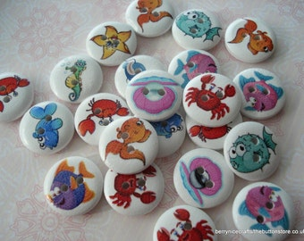 15mm Wood Buttons Under The Sea Print Pack of 15 Cute Fish Buttons WW1538