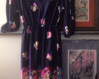Size 13 vintage floral dress with ties on the shoulder so adorable