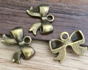 50pieces 17x15mm Bowknot charm   -  antique bronze charm pendant  Jewelry Findings