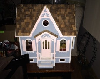 Nice childrens DOLLHOUSE perfect for a holiday gift!!
