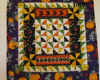 HALLOWEEN MINI QUILT Patchwork Wall Quilt Table Square Holiday