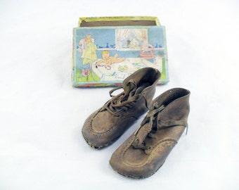 Vintage 1931 Baby Shoes in Original Box