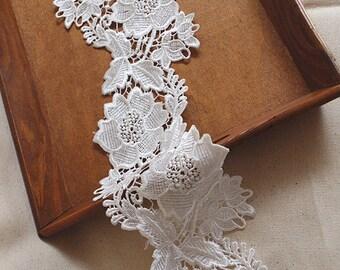 off White venise lace, guipure lace trim with flowers DG74B