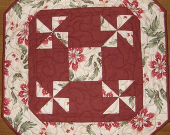 Christmas  Quilted Table Topper,  Holiday Quilt, Red Green Quilted Table Topper, Red Green Quilt, Christmas Decor, Christmas Dining Decor