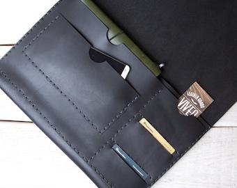 Macbook 13 Pro / Air portfolio organizer case. Business portfolio case. iPad case. Made from full grain black vegetable tanned leather.