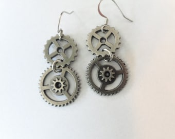 Steampunk  Earrings Gears Pewter color