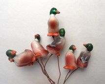 Ducks on a stick! /   Lot of 7 plastic ducks on wires / duck pick / animal pick / destash