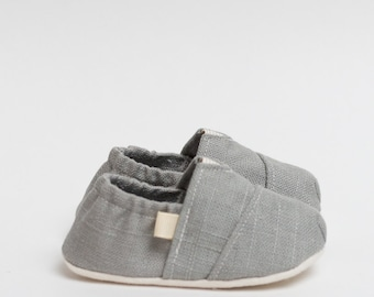 """Handmade """"Tom Style"""" Baby Crib Shoes in a Light Gray Linen - College University Wear"""