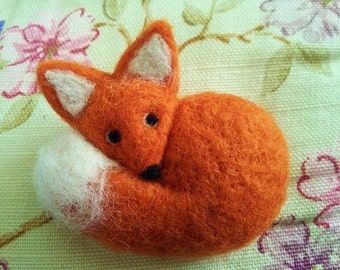 Fox Needle Felted Brooch  Miniature Animal Wool   Badge Pin Gift Curled up Woodland