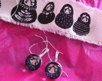 Matryoska Dolls earrings cabochon vintage ribbon fabric from Finland