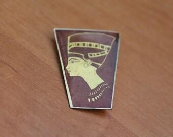 Vintage retro Pin badge ... pinback button ... badge ...