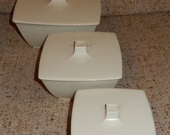 Set of 3 Vintage Beige Plastic Nesting Containers with Lids - Mod Square Shape