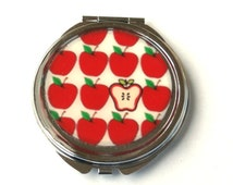 Red apples pocket mirror, red apple compact mirror, apple mirror, spring mirrur, fruit mirror, cute mirror, red, white, vegan