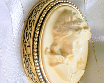 "Estee Lauder ""CHRISTMAS CAMEO"" solid perfume compact - very rare from 1983 -BEAUTIFUL empty"