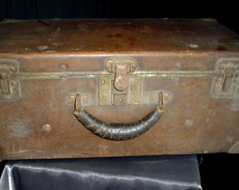 1800s Rustic Suitcase Valise Luggage