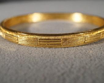 vintage gold tone bangle style bracelet with rope design  M10