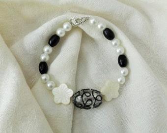Sale - Handmade Glass Bead Lampwork Bracelet, Black and White Bracelet