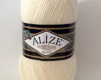 Alize superlana klasik wool blend double knitting DK yarn in cream -  100g
