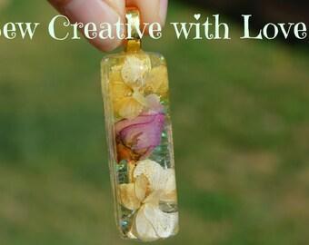 Resin Flower Pendant, Beautiful Flower Pendant, Resin Jewelry, Resin Pendant, Flower Jewelry, Flowers Pendant. Unique Pendant, OOAK Jewelry
