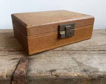 Distressed Brown Leatherette Jewelry Box