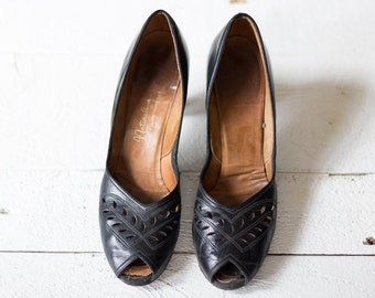 OLIVER JANE heels | Vintage 1940s black pumps with cutouts | Black vintage heel
