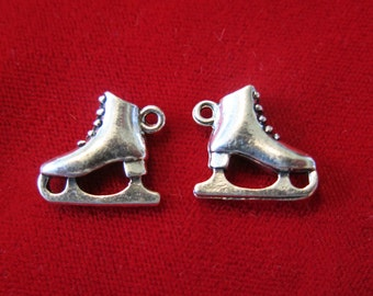 "BULK! 15pc ""ice skate"" charm in antique silver style (BC477B)"