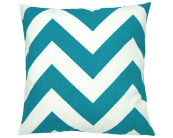 Cushion cover graphic pattern ZIPPY 50 x 50 cm turquoise and white
