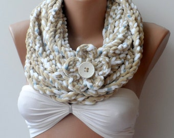 Velvet Soft and warm infinity scarf, Cream infinity scarf, Chain scarf, infinity crochet scarf, Cowl, flower scarf, Chunky, Circle scarf