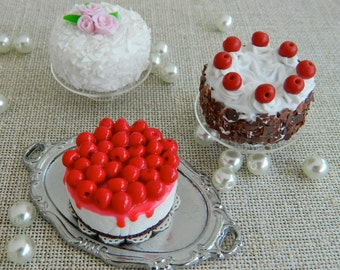 Miniature cakes for Hitty (1:8 scale)