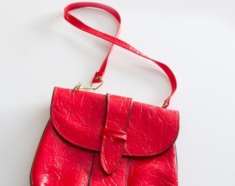 Vintage Red textured Patent purse, Red and black mod purse, Unsigned vintage purse