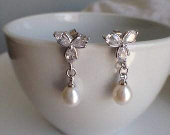 Flower Rhinestone and FreshWater Pearl Earrings - 6-7mm White Pearl Stud Earrings, Bridal earrings, fresh water pearl earrings, JEW002054