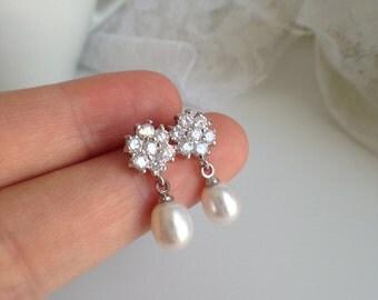 Flower Rhinestone and FreshWater Pearl Earrings - 6-7mm White Pearl Stud Earrings, Bridal earrings, fresh water pearl earrings, JEW002055