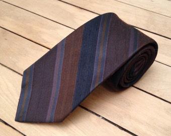 Vintage striped slim tie
