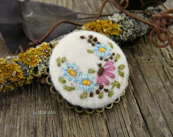 Round brooch, needle felted brooch, embroided brooch, handmade jewelry, bohemian style