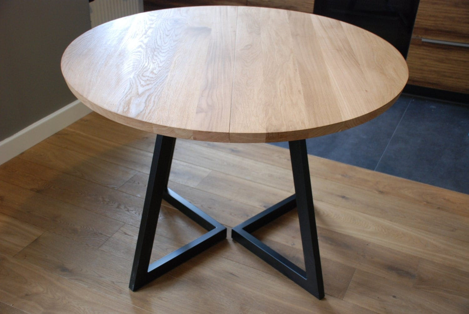 Bois et table ronde rallonges design moderne en acier for Table ronde en bois