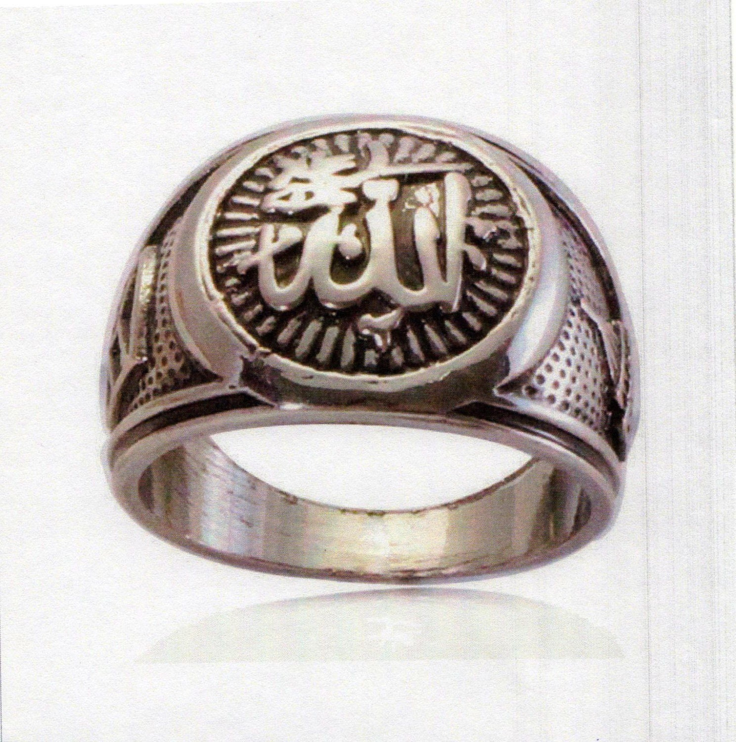 silver muslim Yes muslims are allowed to wear silver rings most muslims do not wear any thing else besides ring in their finger any thing to wear that is made of gold is prohibited to muslims.