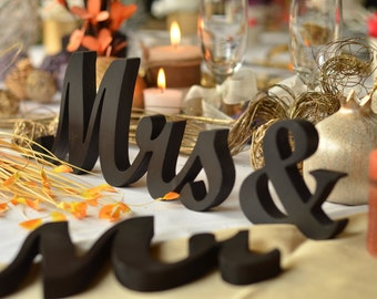 mr & mrs wedding signs for sweetheart table, wooden letters, engagement ,phototography ,prop photo prop ,sweetheart table ,MR MRS,Table sign