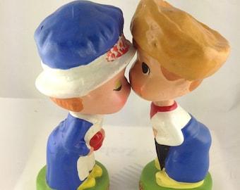 KISSING Bobble HEADS Kiss Me Kids Dutch Magnetic VINTAGE
