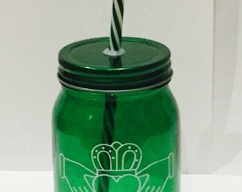 Claddagh Green Mason Jar with lif and plastic straw