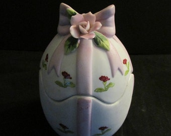 porcelain Easter egg with pink ribbon trinket dish Lefton #04245, vintage 1984