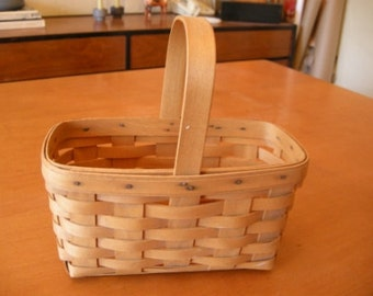 Adorable Handwoven Longaberger Basket