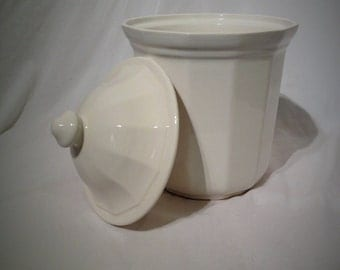Classic vintage white Pfaltzgraff Heritage stoneware canister with lid.